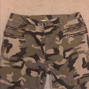 Umgee Camo Skinny Pants-Offer/Bundle to Save